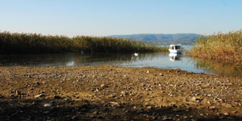 Sapanca Gölü'ndeki çekilme devam ediyor