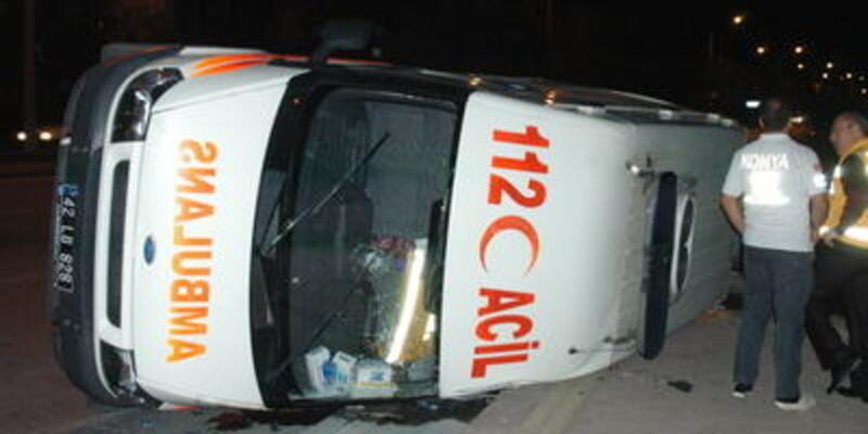 Ambulans ciple çarpıştı