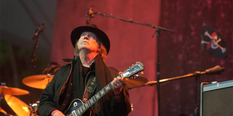 Neil Young İsrail konserini iptal etti