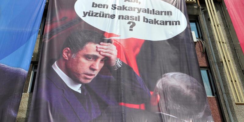 Erdoğan'ın miting alanında Hakan Şükür'lü pankart