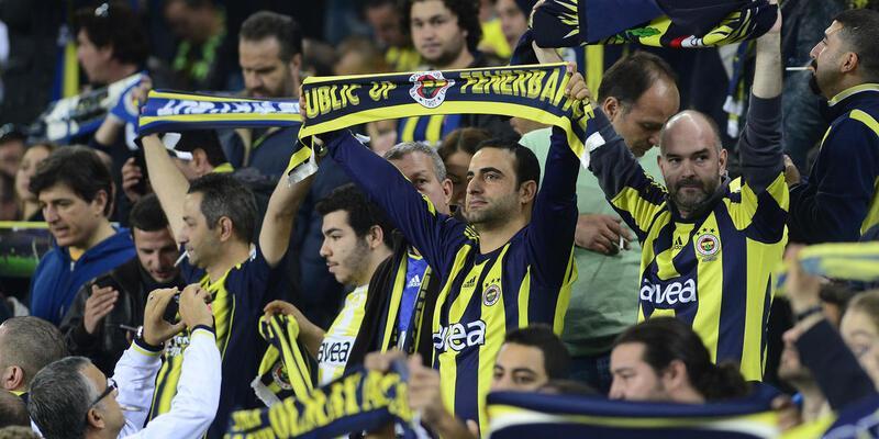 """Fenerbahçe'den """"İmparator Terim"""" tezahüratı"""