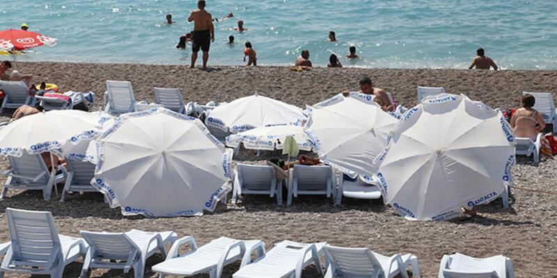 """Antalya'da plaja """"donla girilmez"""" kuralı"""