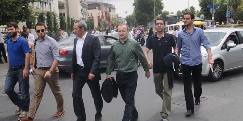 Yakalama kararı çıkartılan 5 polis teslim oldu