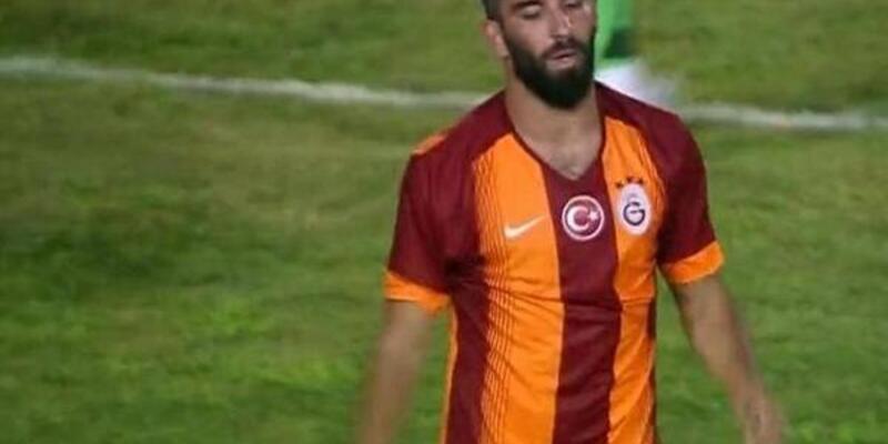 Arda Turan Galatasaray formasını giydi