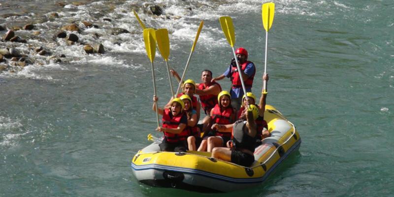 Engelliler Munzur'da rafting yaptı