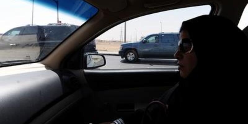 """Suudi kadınlarından """"otomobil"""" protestosu"""