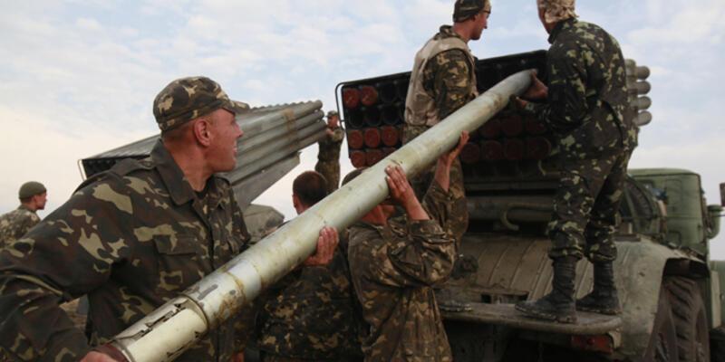 Ukrayna'nın doğusunda mültecileri taşıyan konvoya saldırı