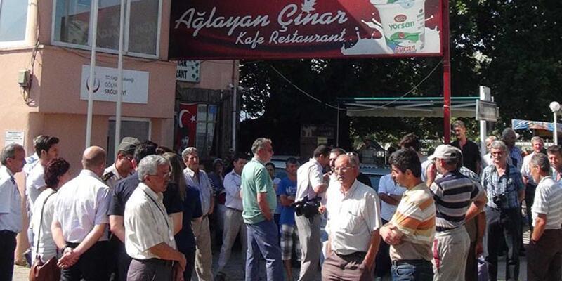 Ağlayan Çınar'a yıkım için gelen ekibe çay ikramı