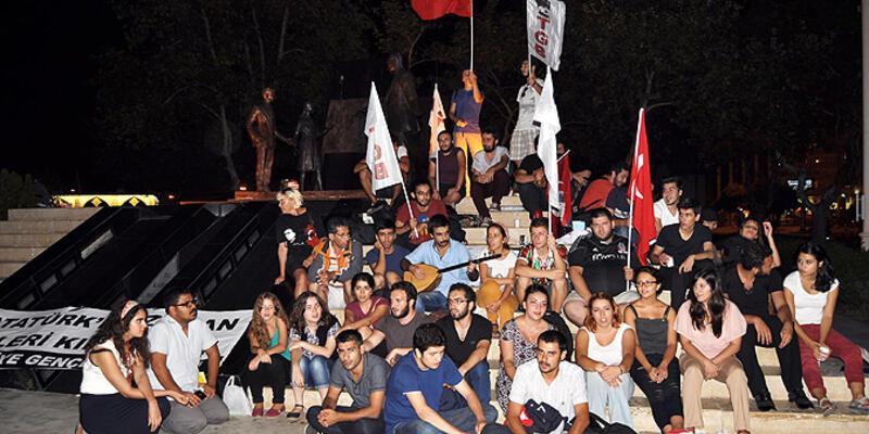 """Kadıköy'deki Atatürk heykeli önünde """"koruma nöbeti"""""""