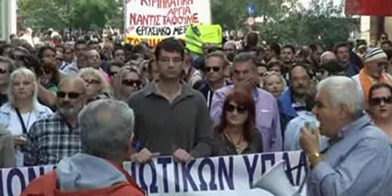 """Yunanistan'da """"5 pazar"""" pazarlığı"""
