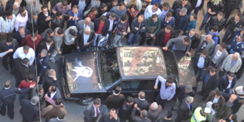 Atatürk çıkartması gerilimi