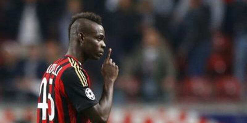Balotelli Milan'ı ipten aldı