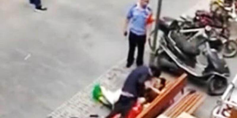 Çin'de sokak ortasında seks yapan çift, polise de aldırmadı!
