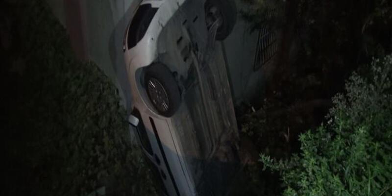 El freni çekilmeyen otomobil bina boşluğuna uçtu