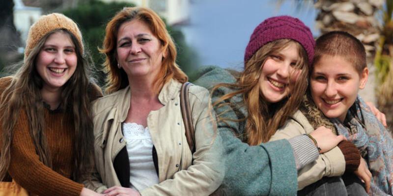Ayşe Deniz Karacagil'in annesi ve kız kardeşi gözaltına alındı