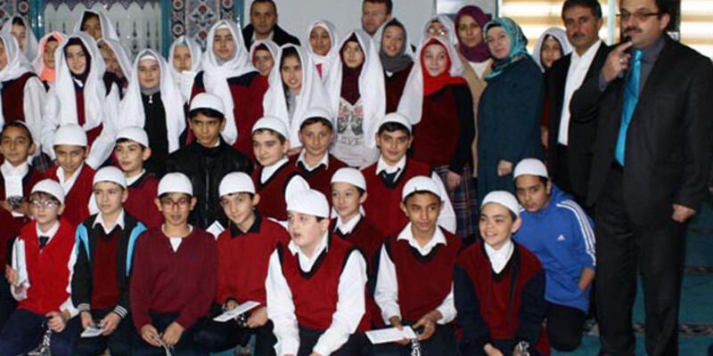İmam hatip öğrencisine camide namaza niyet töreni