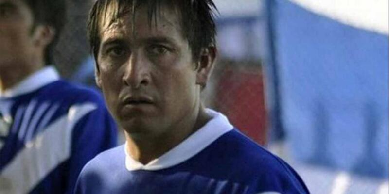 Taraftarlar rakip takımın futbolcusunu tuğlayla öldürdü!