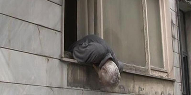 Evinin penceresinde ölü bulundu!