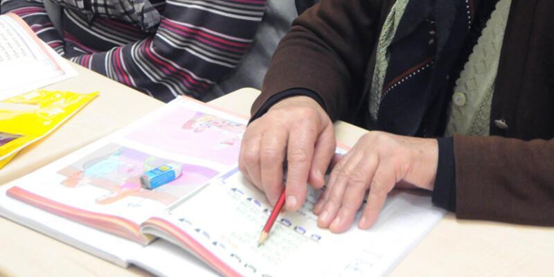 Okuma yazma öğrenmek için engel tanımadılar