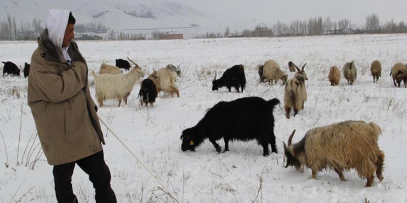 Kar Doğu'da yolları kapattı