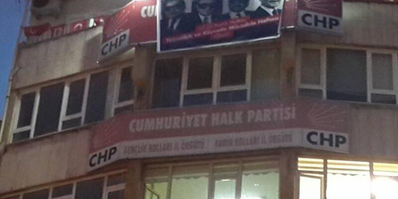 CHP il binasında pankart gerilimi