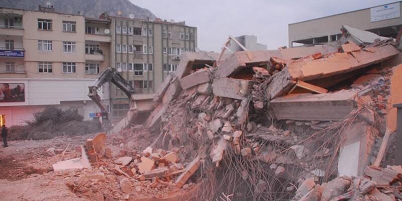 Amasya'da 6 katlı bina çöktü, 1 işçi hayatını kaybetti