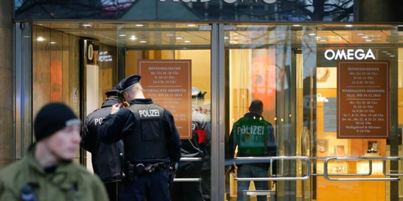 Alışveriş merkezinde soygun dehşeti