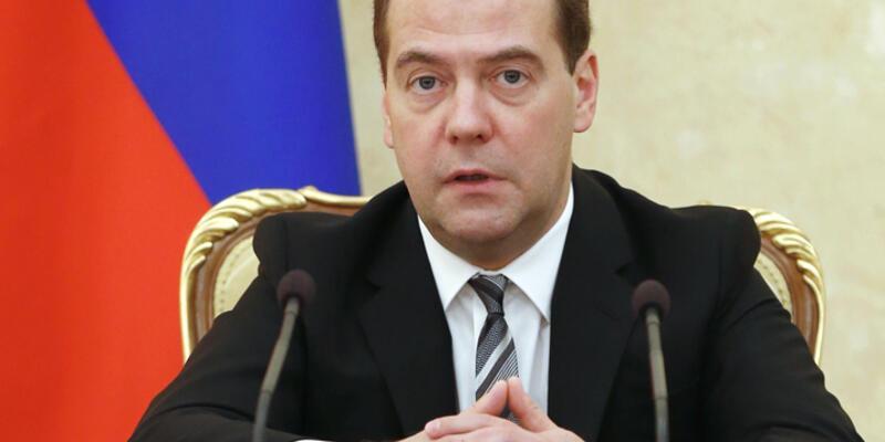 Medvedev: Rusya'da derin resesyon riski var