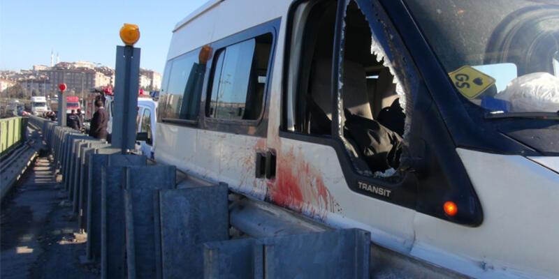 Kontrolden çıkan minibüsten atlayan kadın öldü