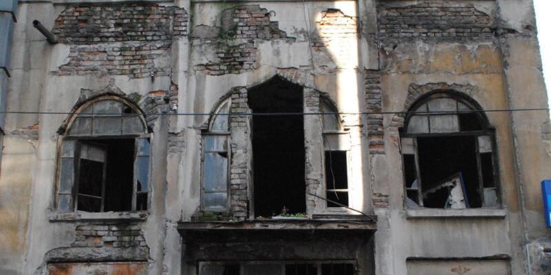 Tarihi bina 22 yıldır kaderine direniyor