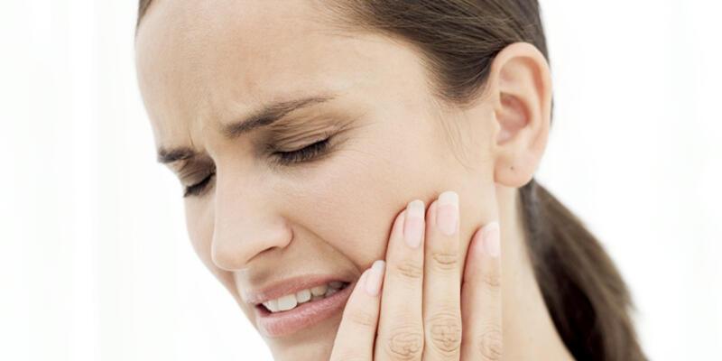 Diş ağrısına karanfil yağı iyi geliyor