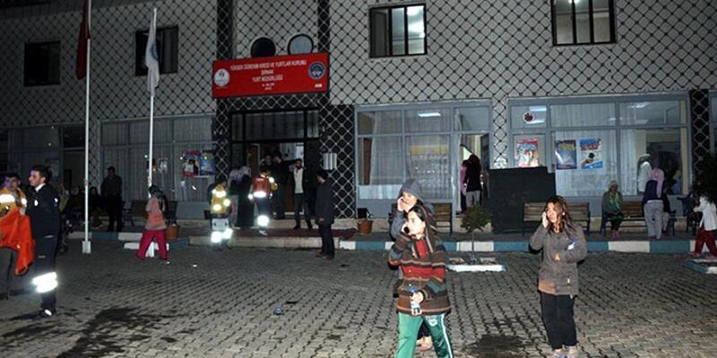 Kız yurdundaki yangın panik yarattı: 12 öğrenci dumandan etkilendi