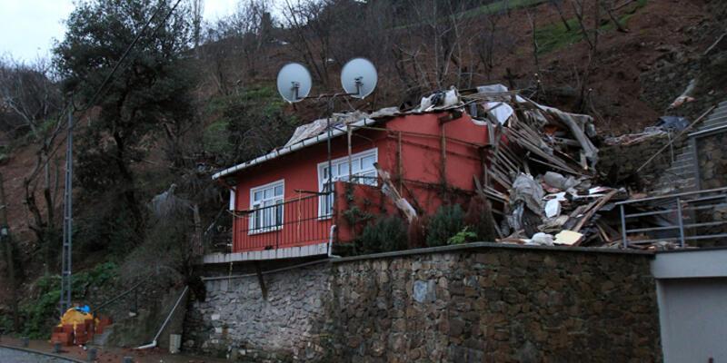 Beşiktaş'ta toprak kaydı, bina çöktü