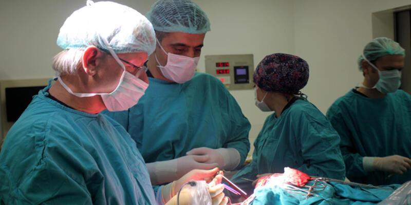 Mide bulantısıyla hastaneye gitti,10 santimetre tümör çıktı