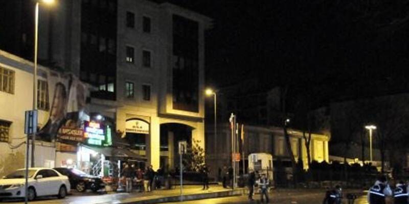 Ak Parti binasına silahlı saldırı