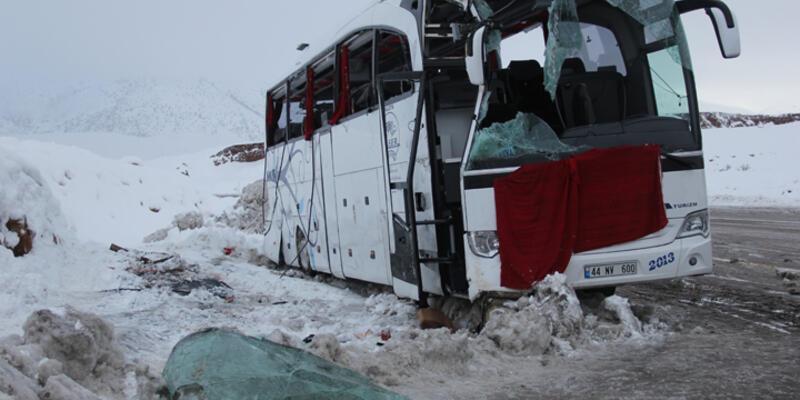 Yolcu otobüsü devrildi: 1 ölü, 15 yaralı