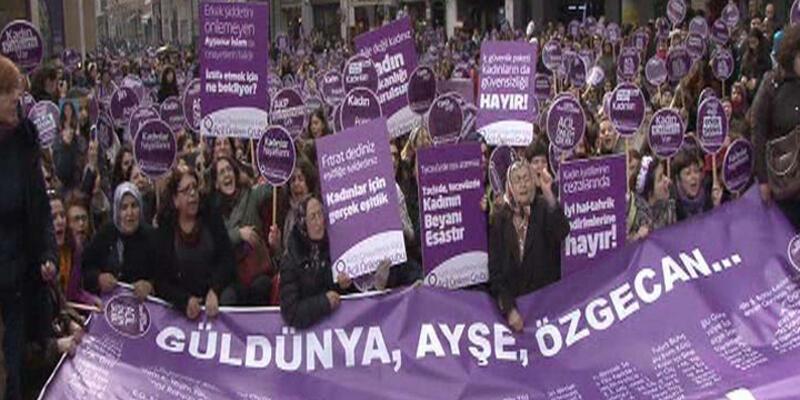 Beyoğlu'nda yüzlerce kadın Özgecan Aslan için yürüdü
