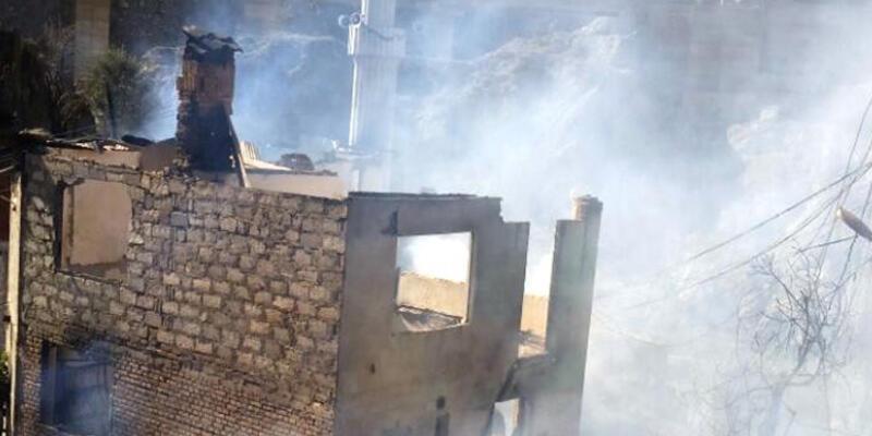 Yusufeli'nde 20 ev yandı