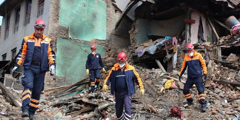 Nepal'de kayıp sayısı 6 bin 204