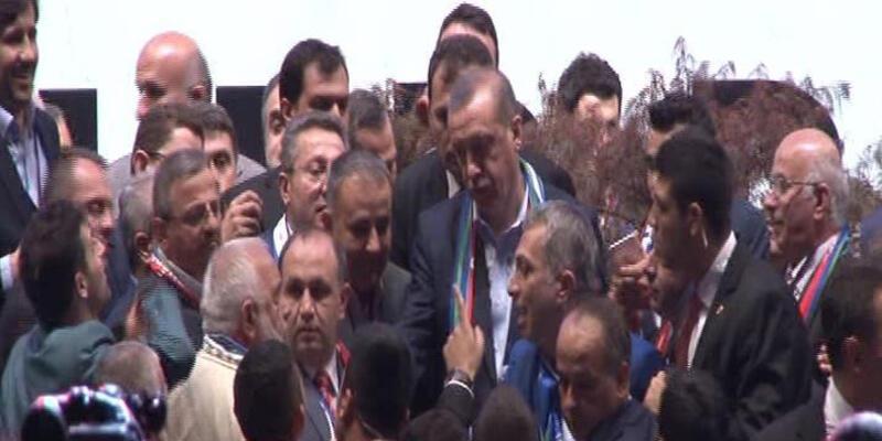 Bu kez Cumhurbaşkanı Erdoğan korumaları korudu