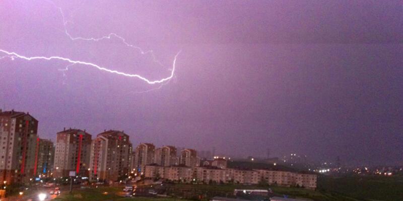 İstanbul'daki şiddetli yağış Atatürk Havalimanı'nı vurdu