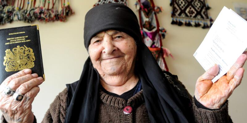 102 yaşındaki Ayşe İçöz İngiltere'nin en yaşlı seçmeni oldu