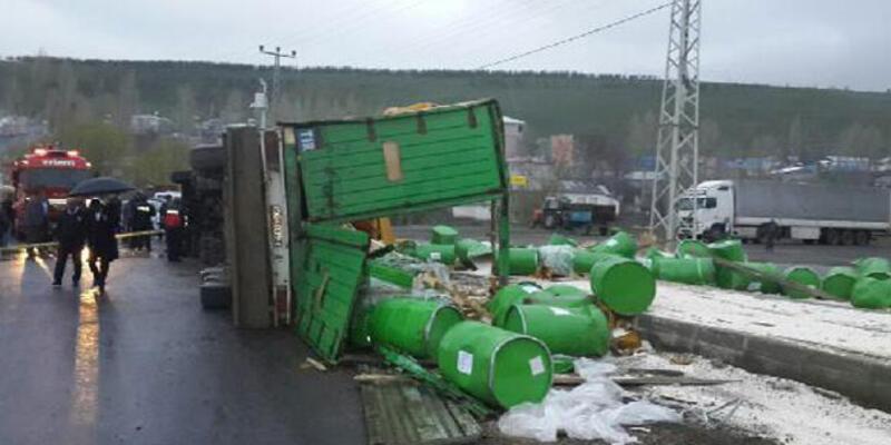 Yola savrulan yeşil variller paniğe neden oldu