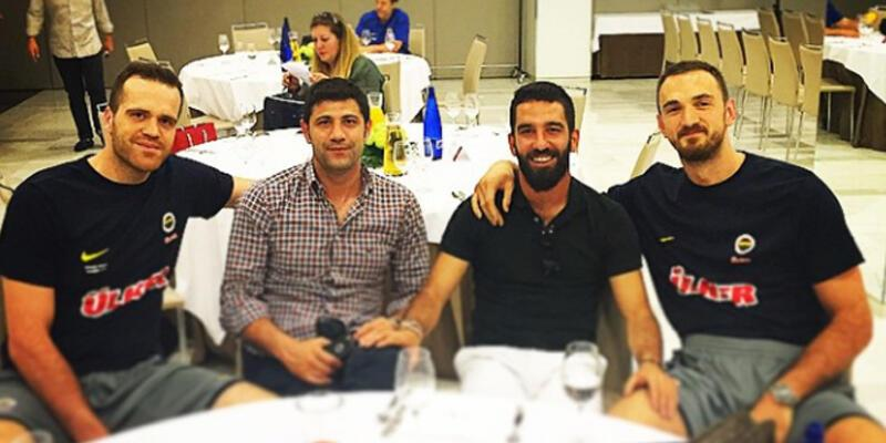 Arda Turan'dan Fenerbahçe Ülker'e ziyaret