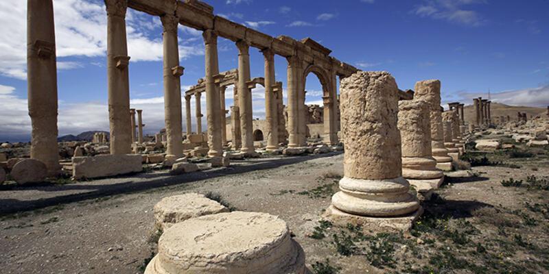 Suriye ordusu IŞİD'in eline geçen Palmira'ya hava harekatı başlattı