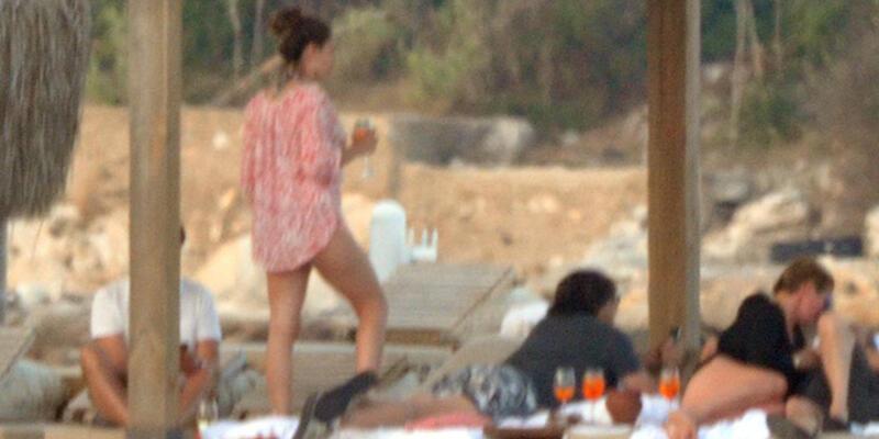Kelly Brook Bodrum tatilini yarıda kesti