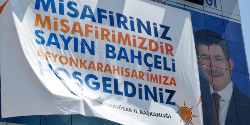 """AKP'den Bahçeli'ye """"hoş geldin"""" pankartı"""