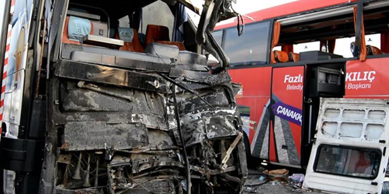 AK Parti seçim otobüsü dinlenme tesisine daldı!