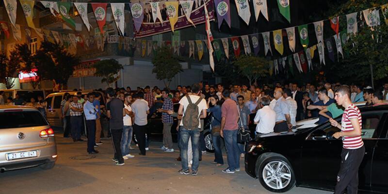 Diyarbakır'da afiş asma gerginliği: 2 yaralı