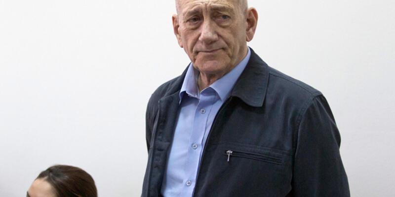 İsrail eski Başbakanı Olmert 18 ay hapis yatacak